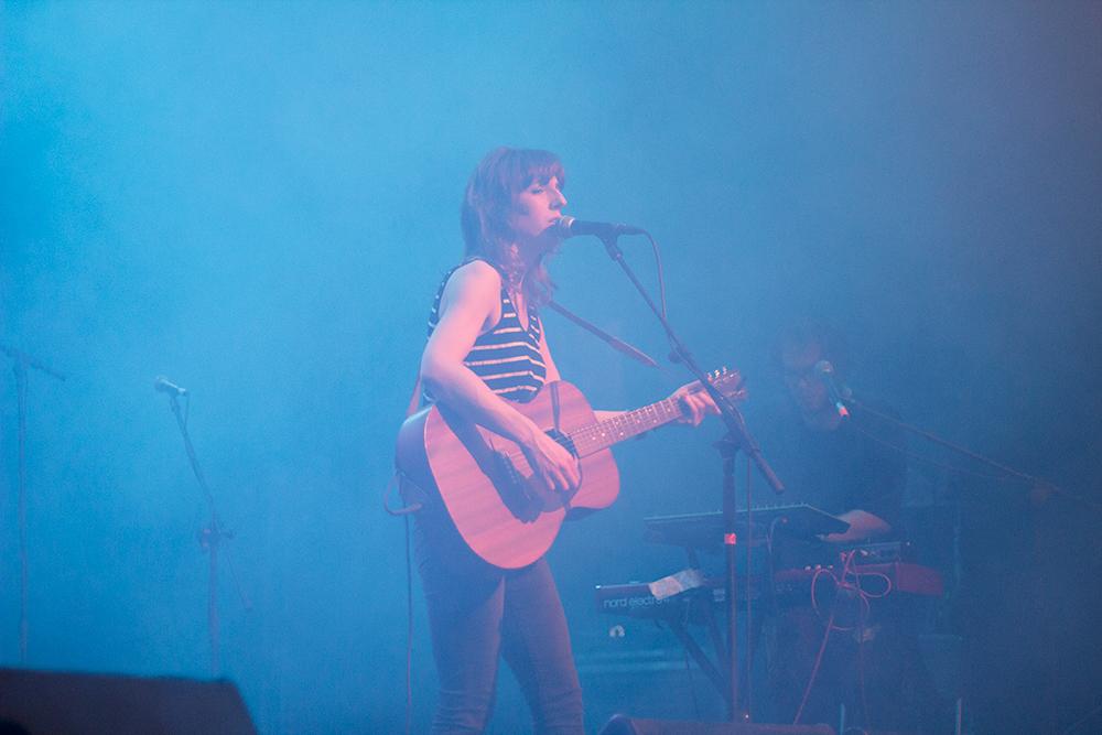 Concierto de Tulsa en el South Pop de Sevilla 2015 - Atmósfera y neblina en el escenario con Miren Iza