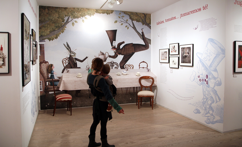 Alicia Museo ABC La hora del té - Mesa