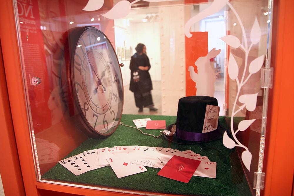 Alicia Otros Mundos Reloj y Sombrerero